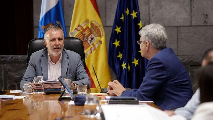 Canarias limita los grupos a 10 personas en los restaurantes y endurece el uso de mascarillas en sitios cerrados